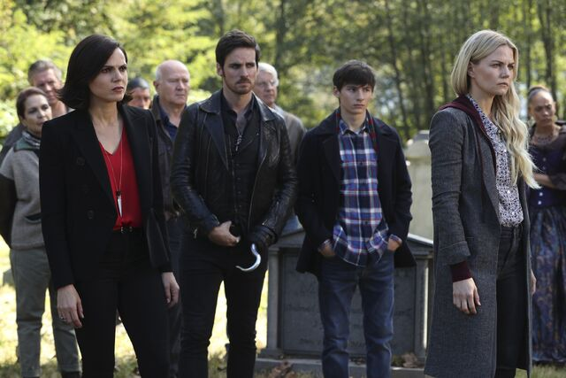 File:Once Upon a Time - 6x07 - Heartless - Photography - Regina. Hook, Henry and Emma.jpg