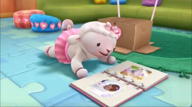 File:Lambie looking at a photo album.jpg