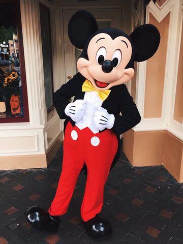 File:Mickey's New Look Disney 2016.jpg