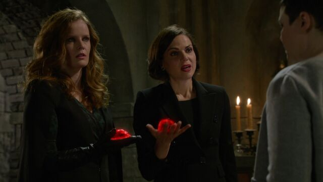 File:Once Upon a Time - 6x17 - Awake - Regina and Zelena with Hearts.jpg
