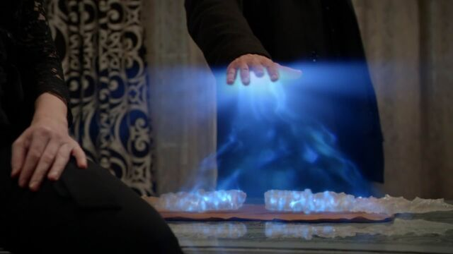 File:Once Upon a Time - 5x21 - Last Rites - Powering Crystals.jpg