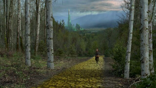 File:Once Upon a Time - 6x18 - Where Bluebirds Fly - Zelena in Oz.jpg