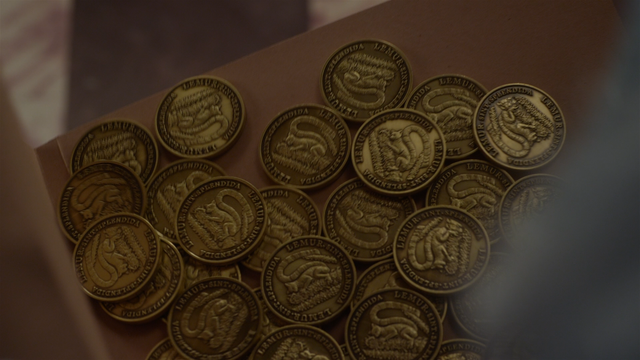 File:Muppets Most Wanted extended cut 0.29.35 Lemur coins.png