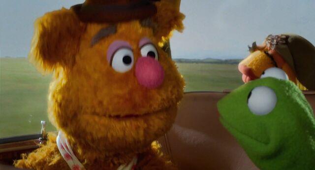 File:Muppets2011Trailer02-31.jpg
