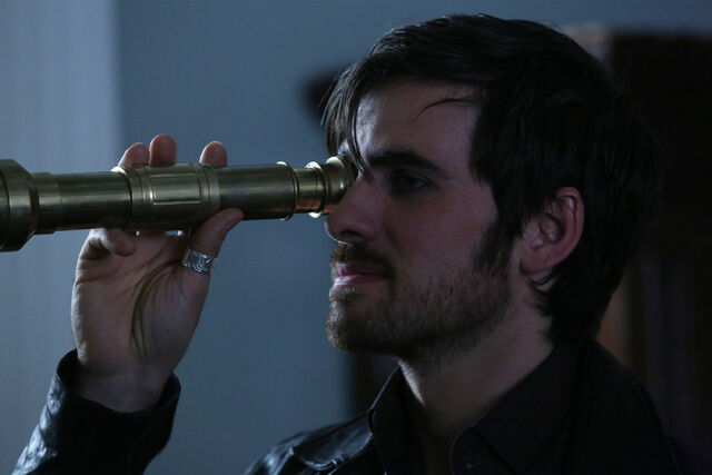 File:Once Upon a Time - 5x08 - Birth - Released Image - Hook Telesope.jpg