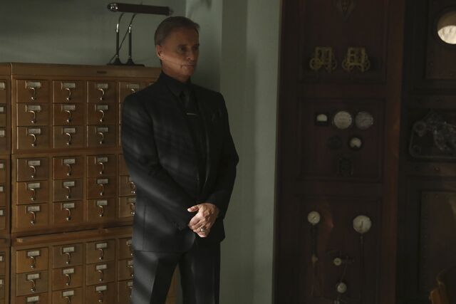 File:Once Upon a Time - 6x09 - Changelings - Photography - Mr. Gold.jpg