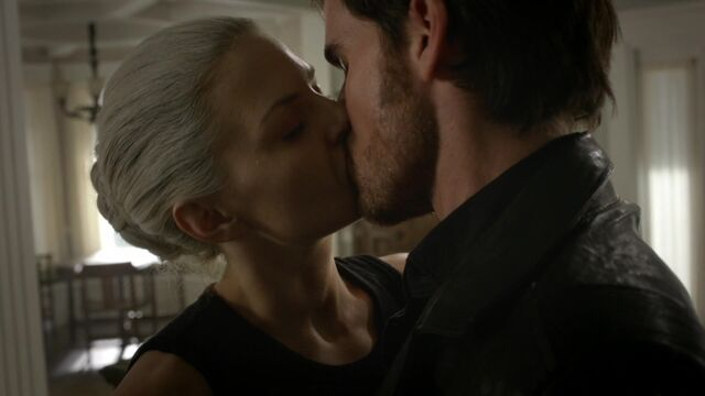 File:Once Upon a Time - 5x02 - The Price - Hook and Emma kiss.jpg