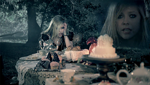 File:Avril lavigne alice tea party.png