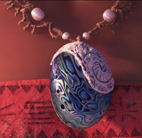 File:Moana; Moana's Necklace.jpg