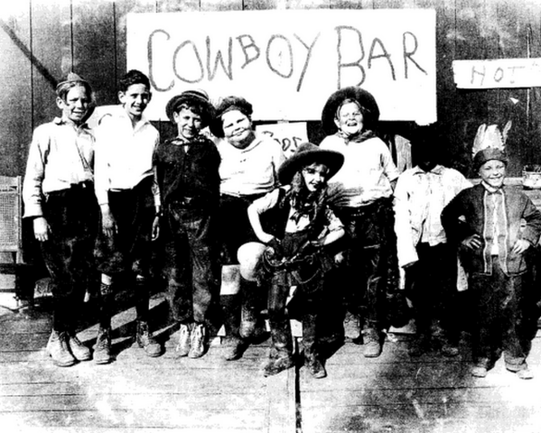 File:Alice comedies wild west show 1924-2.png