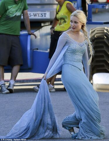 File:Elsa in Once Upon a Time 3.jpg
