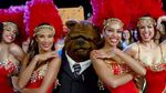 830px-TheMuppets-(2011)-Finale-Bobo&Showgirls