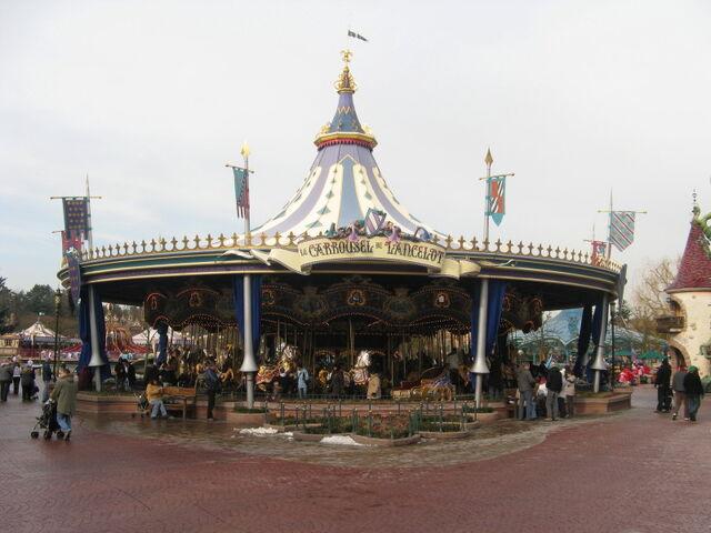 File:Le Carrousel de Lancelot Paris.jpg