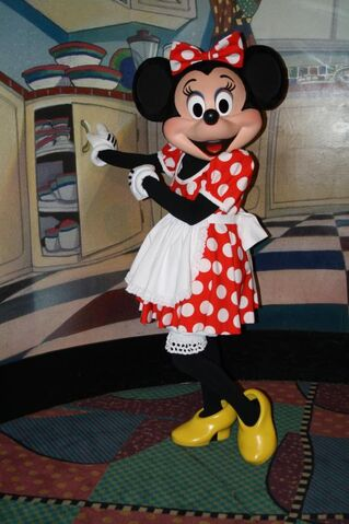 File:Minnie Mouse at Character Breakfest4.jpg