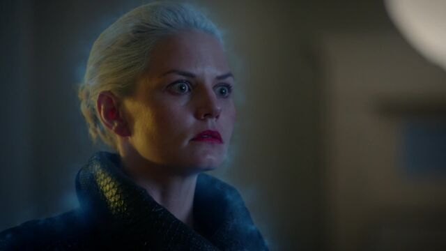File:Once Upon a Time - 5x08 - Birth - Emma Frozen 2.jpg