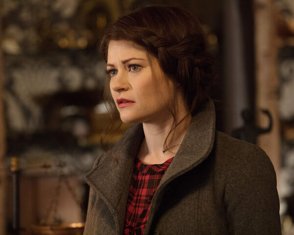 File:Once Upon a Time - 6x19 - The Black Fairy - Photogrphy - Belle.jpg