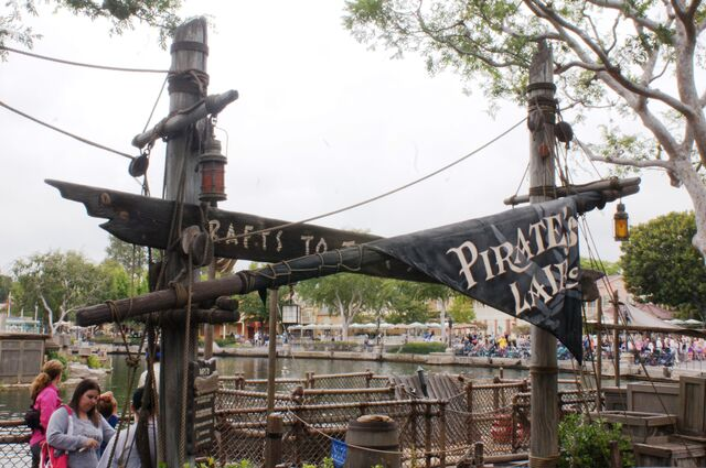 File:Tom Sawyer Island of Disneyland Anaheim.jpg