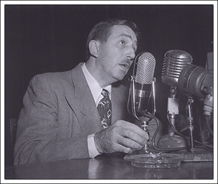 File:Animated-man-walt-microphone.jpg