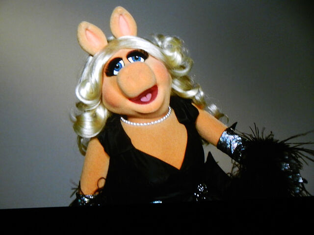 File:TheTrevorProject-TravorLive-MissPiggy-(2011-12-04)-02.jpg