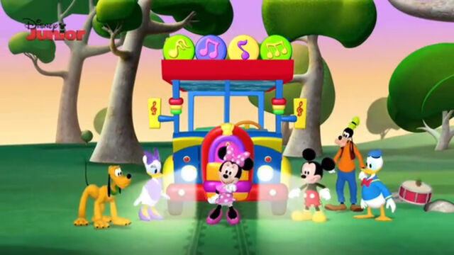 File:Tour bus from mickey mouse clubhouse.jpg