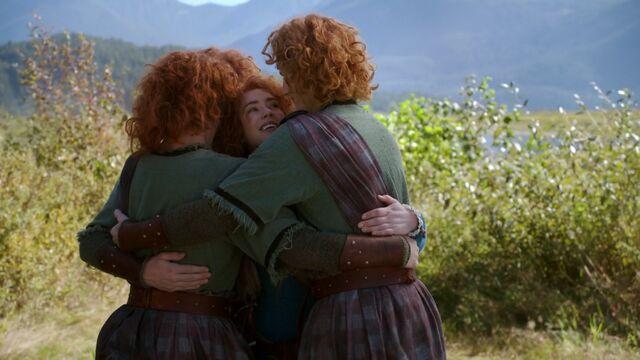 File:Once Upon a Time - 5x06 - The Bear and the Bow - Reunited Siblings.jpg