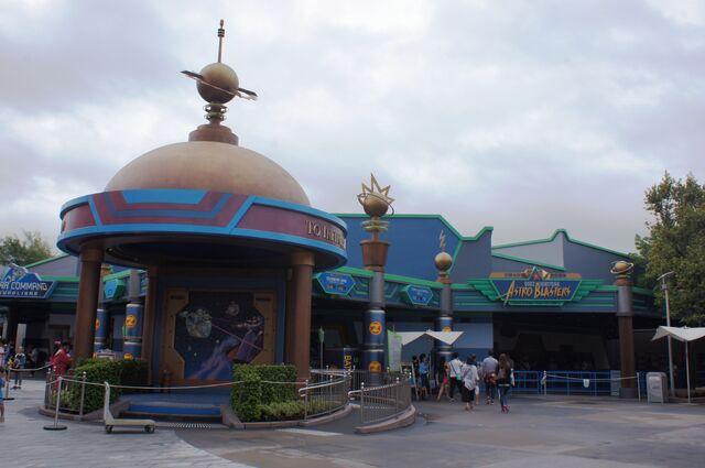 File:BLAB of Hong Kong Disneyland.jpg