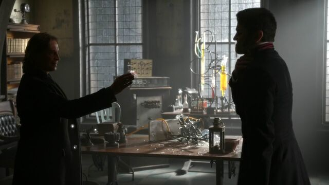 File:Once Upon a Time - 5x23 - An Untold Story - Gold and Hyde.jpg