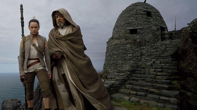 File:Star Wars The Last Jedi - Luke and Rey.jpg