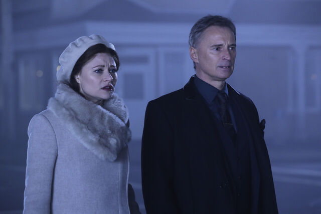 File:Once Upon a Time - 6x11 - Tougher Than the Rest - Photography - Gold and Belle 2.jpg
