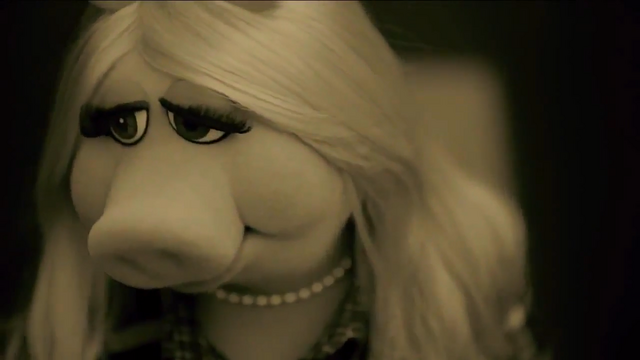 File:Miss Piggy Adele Hello spoof 01.png