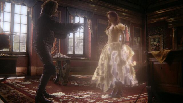 File:Once Upon a Time - 6x01 - The Savior - Belle Dress 2.jpg