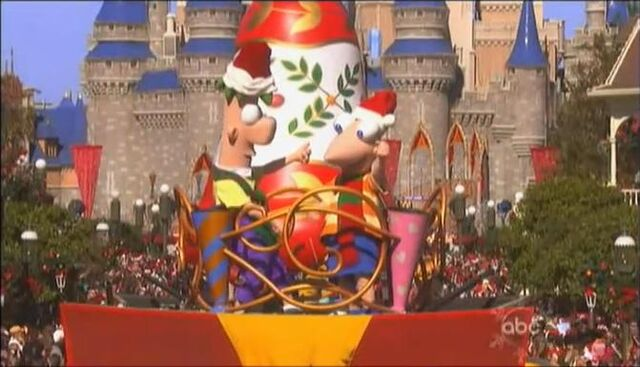 File:PnF-DisneyXmasParade2010.jpg