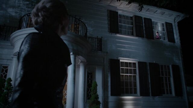 File:Once Upon a Time - 5x05 - Dreamcatcher - Emma looks at Henry.jpg