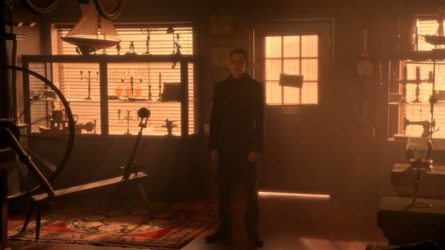 File:Once Upon a Time - 5x20 - Firebird - Pan in Pawnshop.jpg