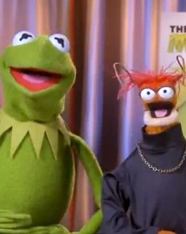File:Kermit&Pepe-OKMagazine-(2012.13.06).jpg