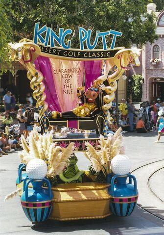 File:Disney-Parade-Goofy-2.jpg
