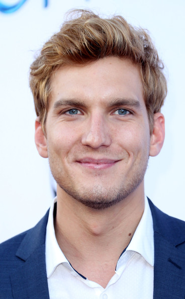 scott michael foster height