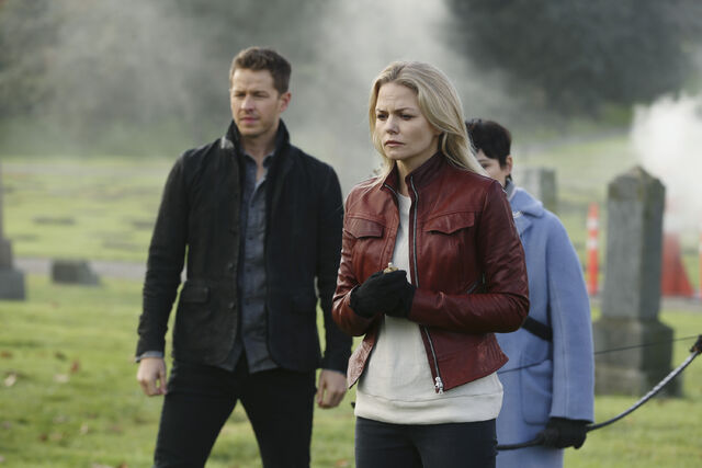 File:Once Upon a Time - 5x12 - Souls of the Departed - Publicity Images - Emma worried.jpg
