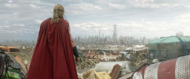 File:Thor Ragnarok 45.jpg