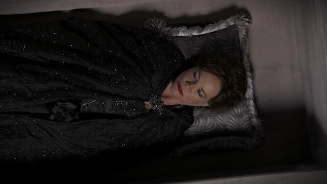 File:Once Upon a Time - 2x09 - Queen of Hearts - Cora Pretends to be Dead.jpg
