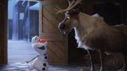 Olaf's-Frozen-Adventure-7