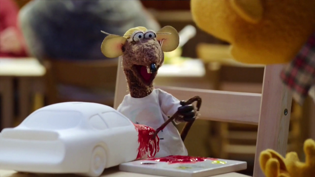 File:TheMuppets-S01E06-RizzoPaintingWithTail.png