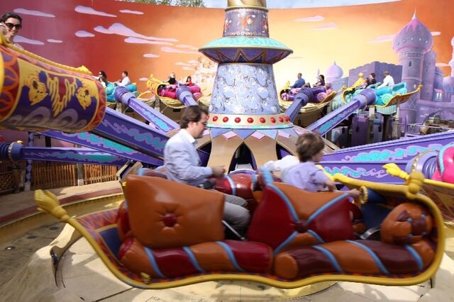 File:Les Tapis Volants-Flying Carpets Over Agrabah(Toon Studio).jpg