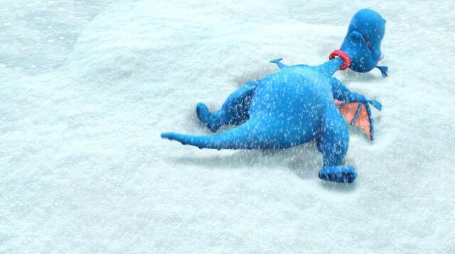 File:Stuffy makes a snow angel.jpg