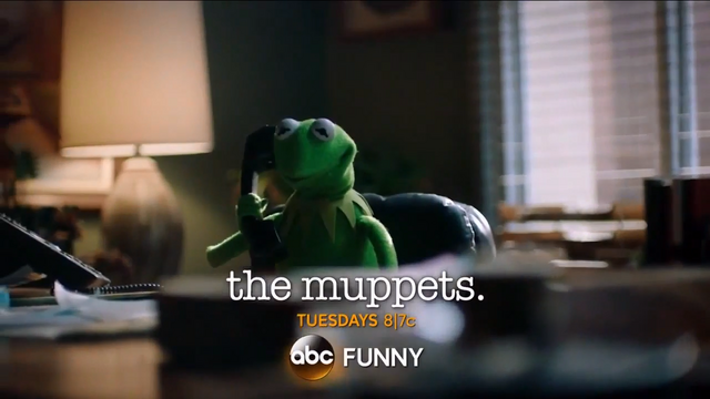 File:Miss Piggy Adele Hello spoof 14.png