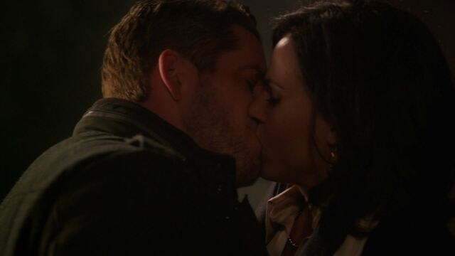 File:Once Upon a Time - 3x18 - Bleeding Through - Regina and Robin Kiss.jpg