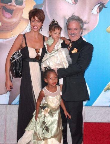 File:Jim Cummings & family at PatF premeire.jpg
