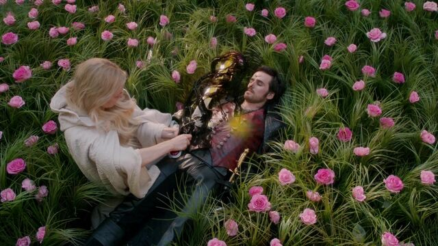 File:Once Upon a Time - 5x08 - Birth - Darkness Enters Hook.jpg