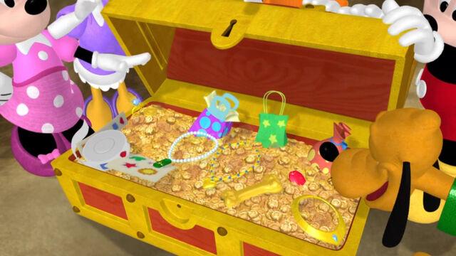 File:Inside the treasure chest.jpg