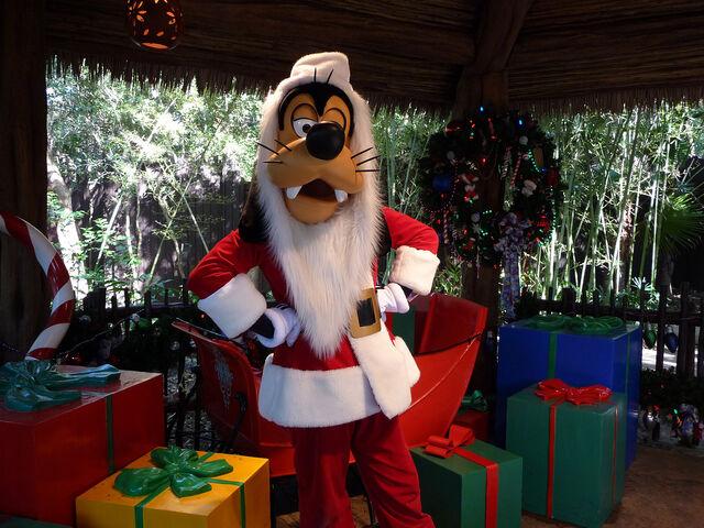 File:Goofy as Santa.jpg